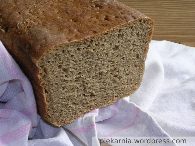 Chleb żytni na zakwasie w przekroju