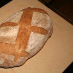 Chleb upieczony na kamieniu do pizzy